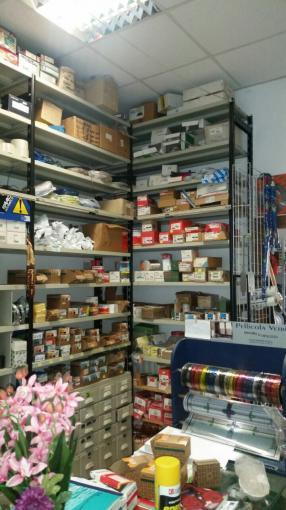 Cedesi attivitá ferramenta casalinghi e colorificio - vendita ...